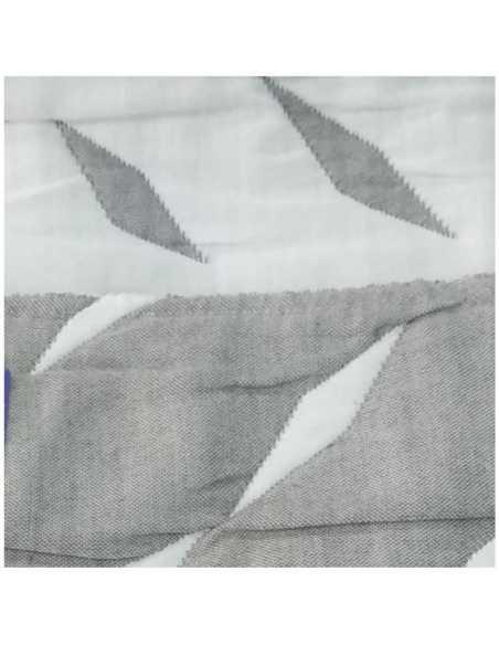 detalle colcha suances gris