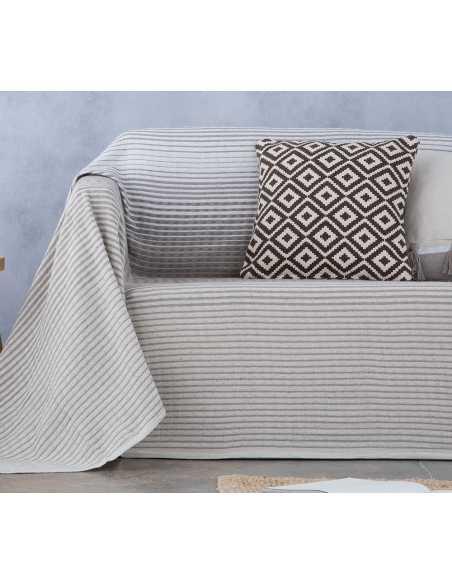 detalle cubre sofa beige