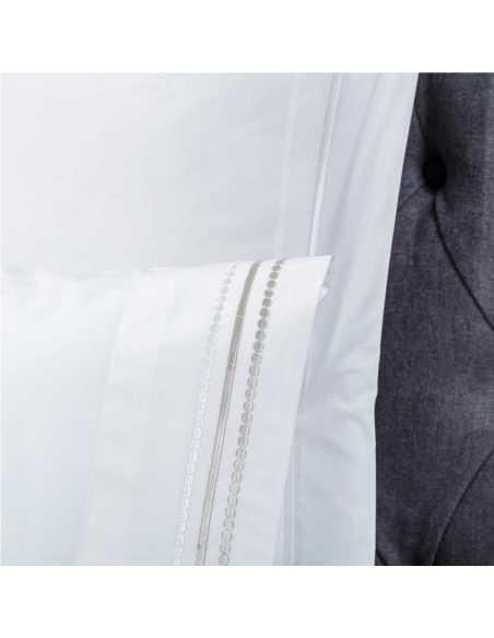 detalle sabana bordada blanca